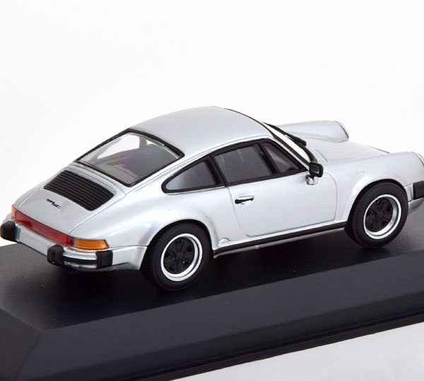 Porsche 911 SC Coupe 1979 Zilver 1-43 Minichamps Limited 500 Pieces