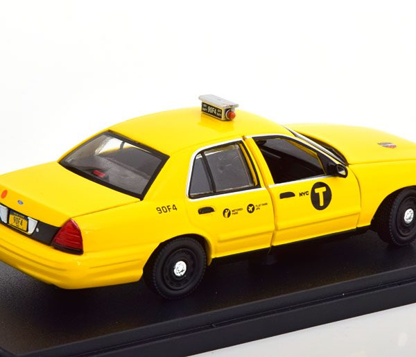 """Ford Crown Victoria 2008 """"Movie John Wick 2"""" Geel 1-43 Greenlight Collectibles"""