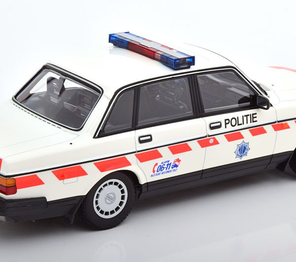 Volvo 240 GL 1986 Politie Netherlands 1-18 Minichamps Limited 300 Pieces