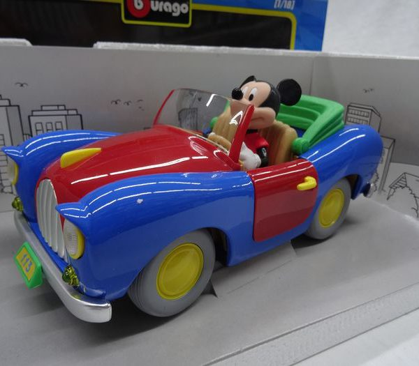 Mickey's 113 met Mickey Mouse achter het stuur 1:18 Burago Disney Edition