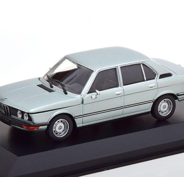 BMW 520 ( E12 ) 1974 Lichtblauw Metallic 1-43 Maxichamps