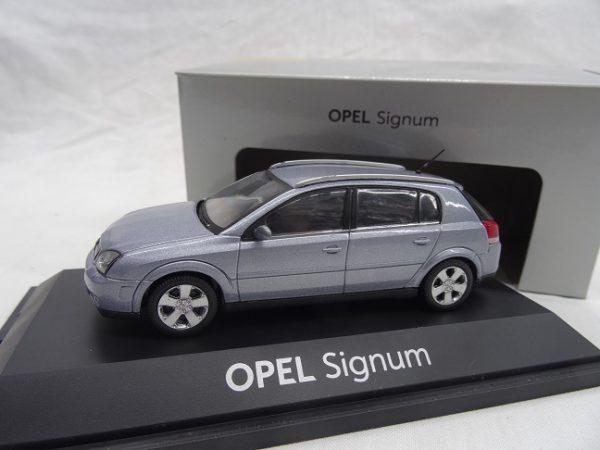 Opel Signum Blauw metallic 1:43 Schuco