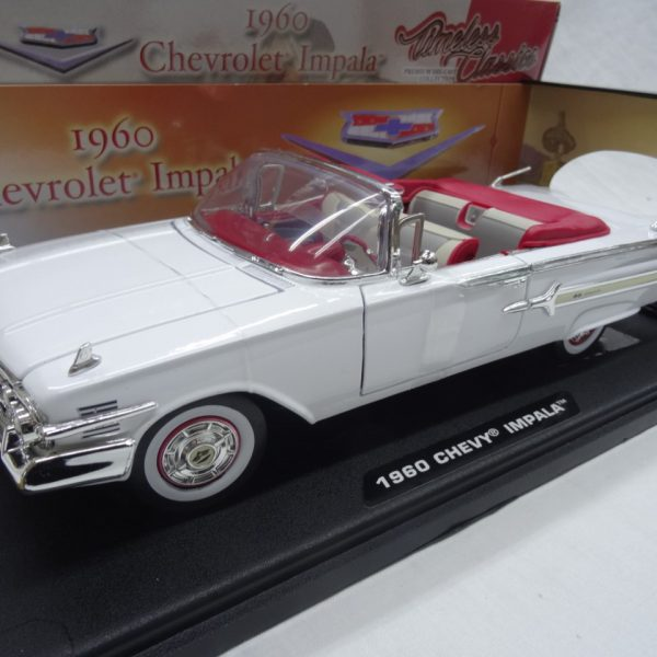 Chevrolet Impala 1960 Roadster Wit 1-18 Motormax