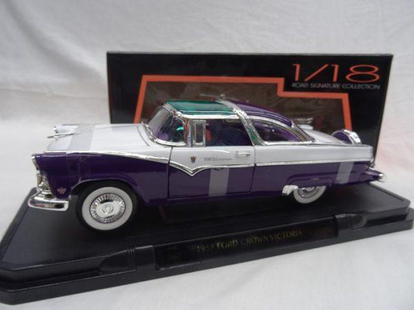 Ford Crown Victoria 1955 Wit met paars/groen 1-18 Lucky Diecast
