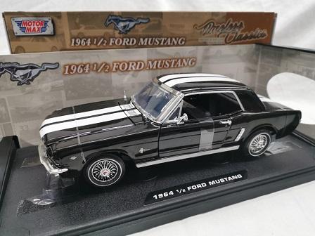 Ford Mustang 19641/2 Fastback Zwart 1-18 Motormax
