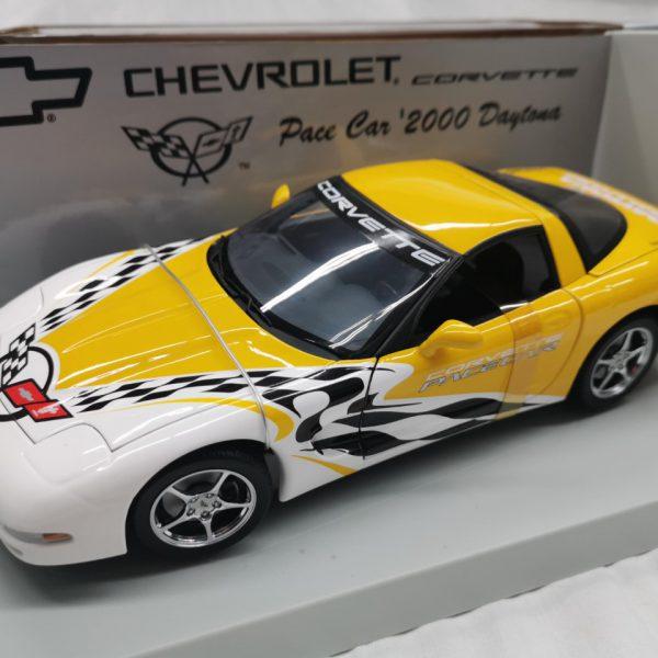 "Chevrolet Corvette Pace Car 2000 ""Rolex""24 Hrs Daytona 2000 Geel / Wit 1-18 UT Models"