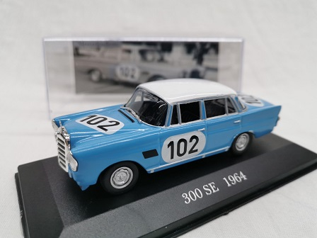 Mercedes-Benz 300 SE Rally Nr# 102 1964 Blauw 1-43 Altaya Mercedes Collection
