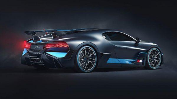 Bugatti Divo 2018 Mat grijs / lLichtblauw 1:18 Bburago