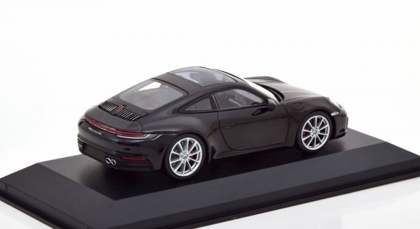 Porsche 911 Carrera 4S Coupe ( 992 ) 2019 Zwart Metallic 1-43 Minichamps Limited 480 Pieces