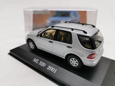 Mercedes-Benz ML320 2001 Zilver 1-43 Altaya Mercedes Collection