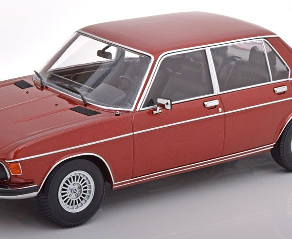 BMW 3.0 S E3 2.Serie 1971 Roodbruin Metallic 1-18 KK Scale Limited 1000 Pieces