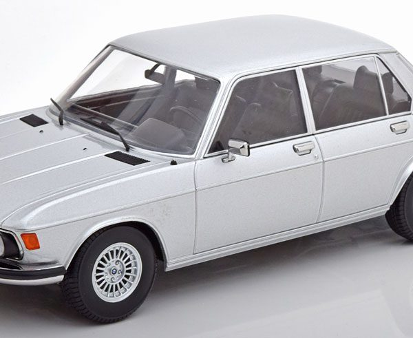 BMW 3.0 S E3 2.Serie 1971 Zilver 1-18 KK Scale Limited 750 Pieces