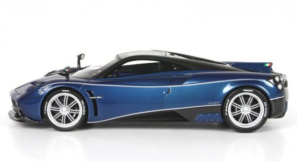 Pagani Dinastia 2015 Special Version China Blue/Carbon fiber inclusief kunsstofvitrine 1-18 BBR-models Limited 100 pcs.