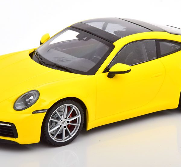 Porsche 911 (992) Carrera 4S Coupe 2019 Geel 1-18 Minichamps Limited 336 Pieces