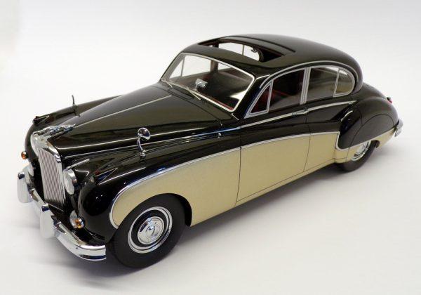 Jaguar MK VIII RHD Zwart / Goud 1-18 BOS Models Limited 1000 Pieces