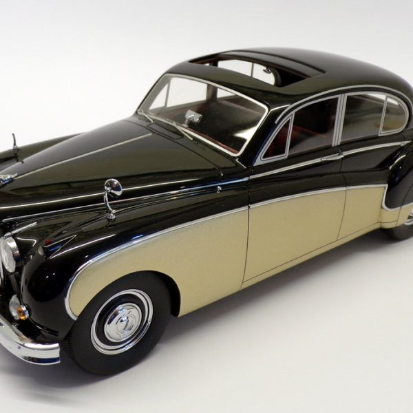 Jaguar MK VIII RHD Zwart / Goud 1-18 BOS Models Limited 1000 Pieces