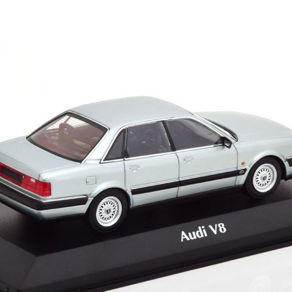 Audi V8 1988 Zilver Metallic 1-43 Maxichamps