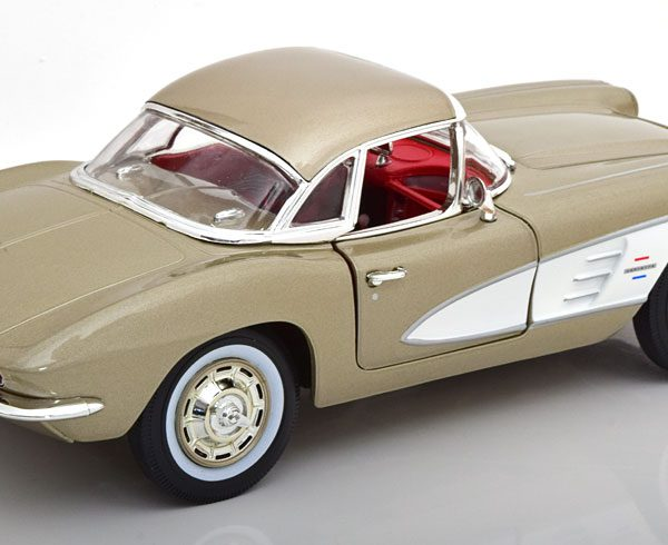 Chevrolet Corvette Coupe 1961 Grijs Metallic 1-18 Ertl Autoworld Limited 1002 Pieces