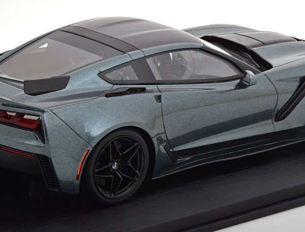 Chevrolet Corvette ZR-1 Coupe 2018 Donkergrijs Metallic 1-18 True Scale Miniatures Limited 999 Pieces