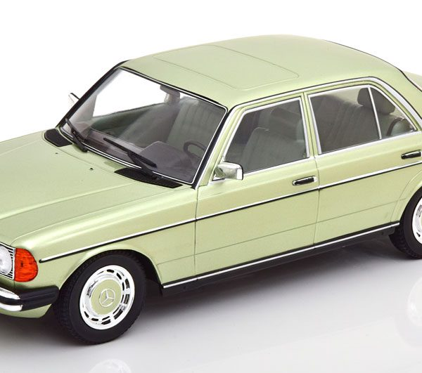 Mercedes-Benz 280E ( W123 ) 1977 Groen Metallic 1-18 Limited 1000 Pieces