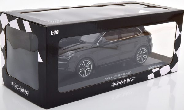 Porsche Cayenne Turbo S 2017 Zwart 1-18 Minichamps Limited 504 Pieces
