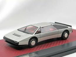 Aston Martin Bulldog 1979 Grijs 1-43 Matrix Scale Models Limited 408 pcs.