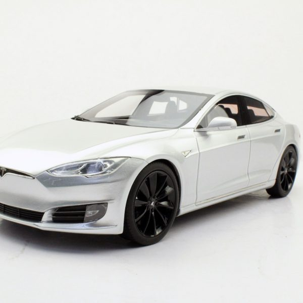 Tesla Model S 2015 Zilver met Zwarte Velgen 1-18 LS Collectibles Limited 250 Pieces