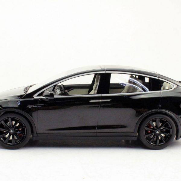 Tesla Model X Zwart met zwarte Velgen 1-18 LS Collectibles Limited 250 Pieces