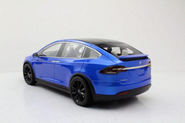 Tesla Model X Blauw met zwarte velgen 1-18 LS Collectibles Limited 250 Pieces