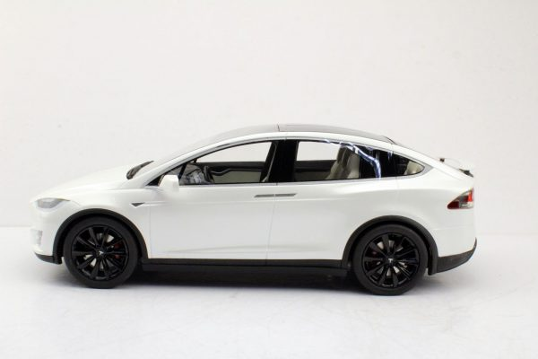 Tesla Model X Wit met Zwarte Velgen 1-18 LS Collectibles Limited 250 Pieces