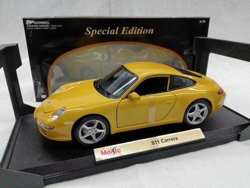 Porsche 911 Carrera ( Type 997 ) Geel 1-18 Maisto