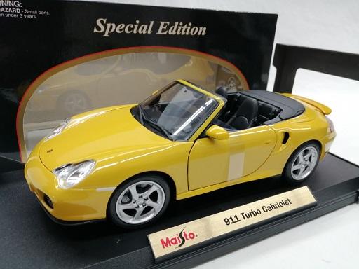 Porsche 911 Turbo Cabriolet 2005 ( Type 996 ) Geel 1-18 Maisto