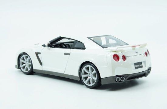Nissan GT-R ( R35 ) 2009 Wit 1/18 Burago