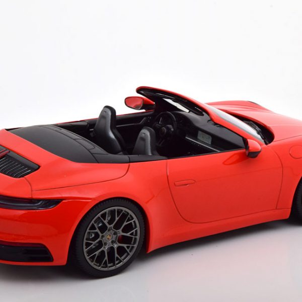 Porsche 911 Carrera 4S Cabriolet ( 992 ) 2019 Rood 1-18 Minichamps Limited 504 Pieces