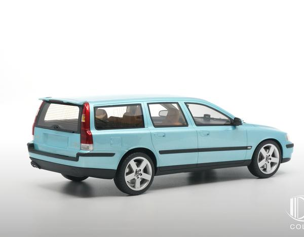 Volvo V70 R 2002 Blauw-Groen Metallic 1-18 DNA Collectibles Limited 320 Pieces