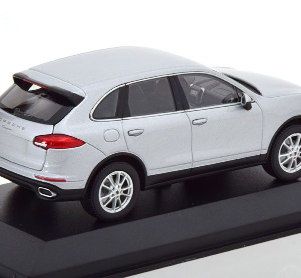 Porsche Cayenne ( E2) Facelift 2014 Zilver 1-43 Minichamps