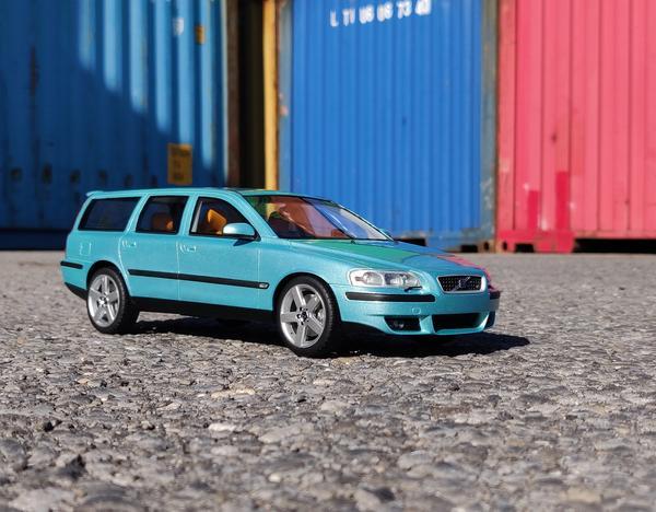 Volvo V70 R 2002 Blauw-Groen Metallic 1-18 DNA Collectibles Limited 320 Pieces