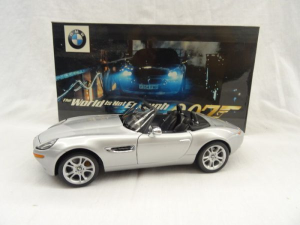 """BMW 8 James Bond 007 """"The world is not enough"""" 1-18 Zilver Kyosho"""