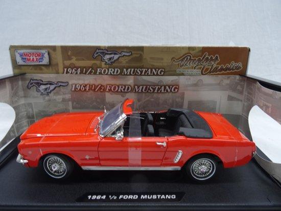 Ford Mustang 1964 1/2 Convertible Oranje 1:18 Motor Max