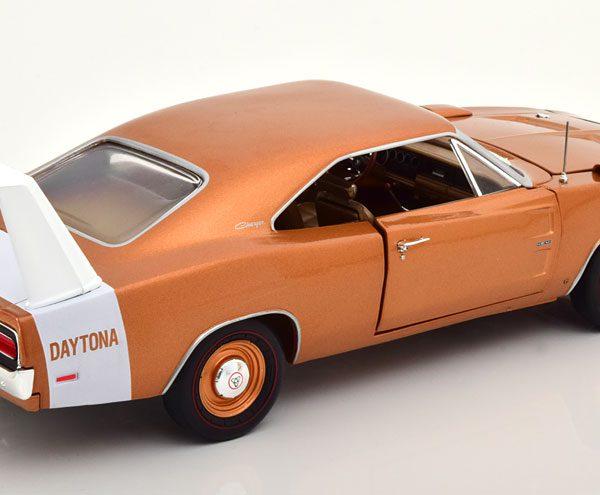 Dodge Charger Daytona 1969 Bruin Metallic / Wit 1-18 Ertl Autoworld Limited 1002 Pieces