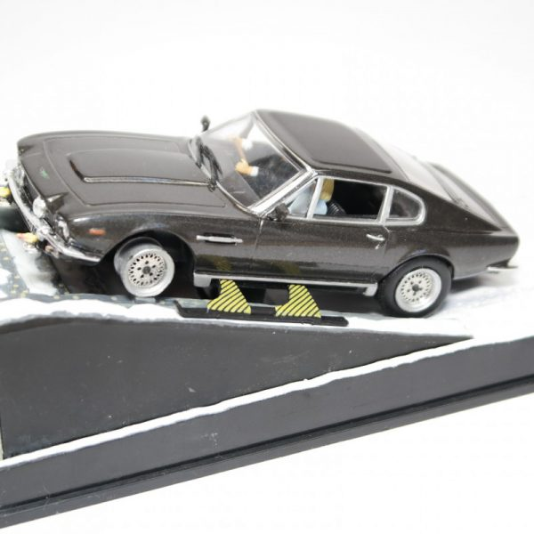 "Aston Martin V8 Vantage James Bond ""The Living Daytlights"" 1-43 Altaya James Bond Collection"