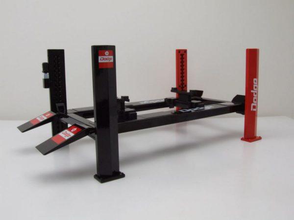 Adjustable Four-Post Lift Dodge 1-18 Greenlight Collecitbles