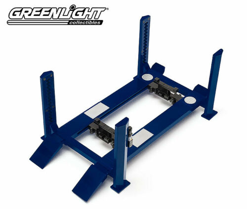 Adjustable 1/18 Four-Post Lift Blauw Greenlight Collectibles