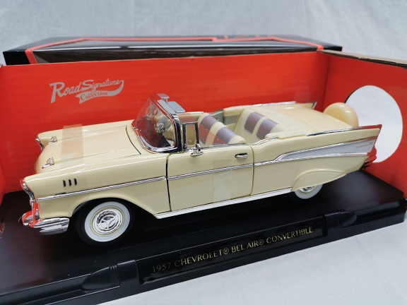 Chevrolet Bel Air 1957 Convertible Geel 1-18 Lucky Diecast