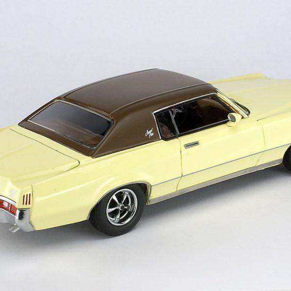 Pontiac Grand Prix 1972 Creme/Bruin 1-43 Neo Scale models