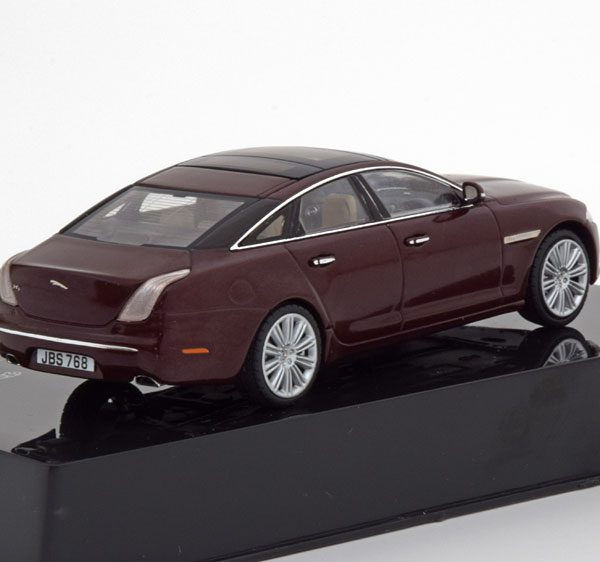 Jaguar XJ Limousine Rood Metallic 1-43 Ixo Models