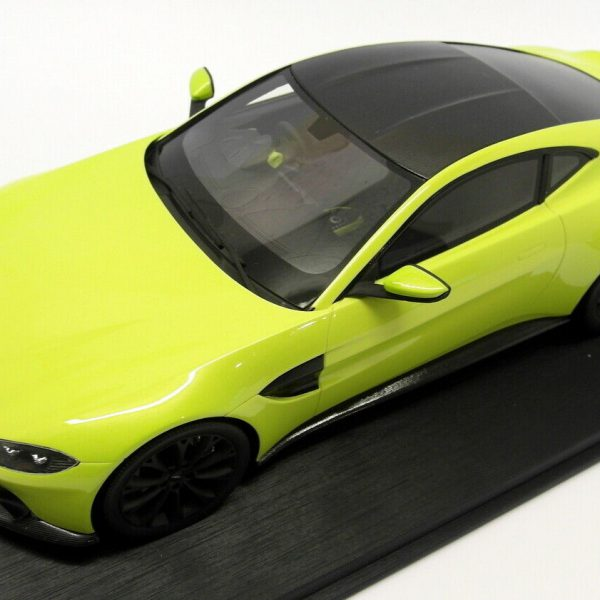 Aston Martin 2018 Vantage Lime Essence 1-18 Top Speed