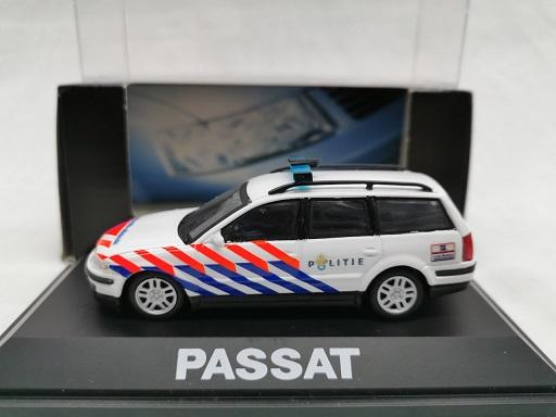Volkswagen Passat Break Nederlandse Politie ( Ombouw ) 1-43 Schuco