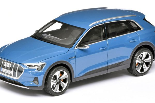 Audi e-tron 2018 Antigua blue 1-18 Norev ( Dealer )