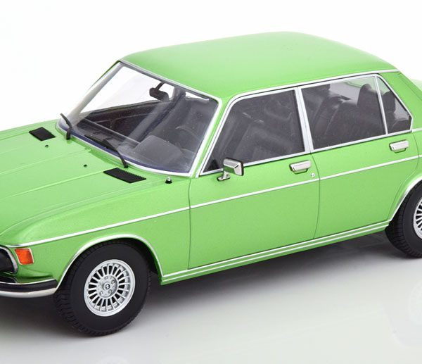 BMW 3.0 S ( E3 ) 1971 Groen Metallic 1-18 KK Scale Limited 500 Pieces